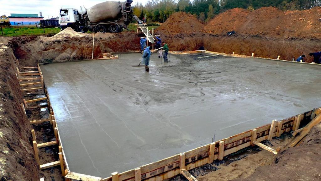 Заливка бетонной смеси в свою бетоны сообщение